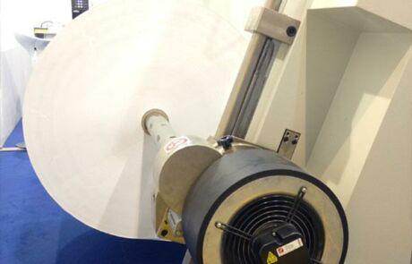 Magnetpulverbremse mit Ventilator an einem Papier Abwickler